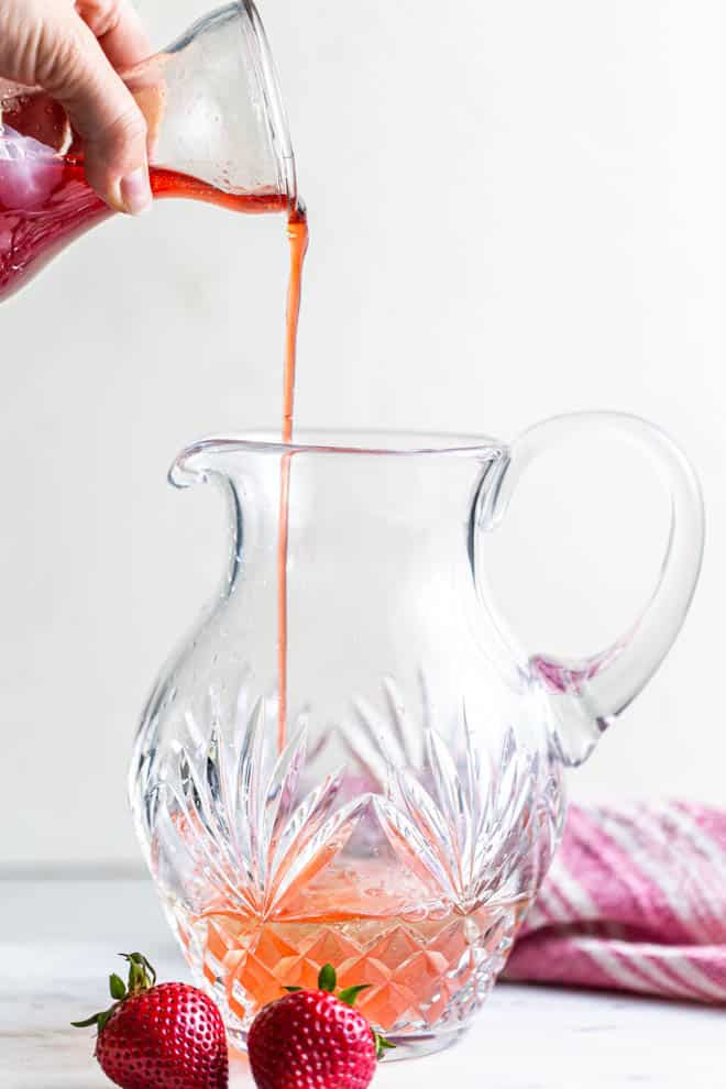 Pour the strawberry juice puree into a large contiainer.