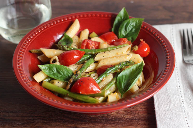 Penne with asparagus and cherry tomamtoes