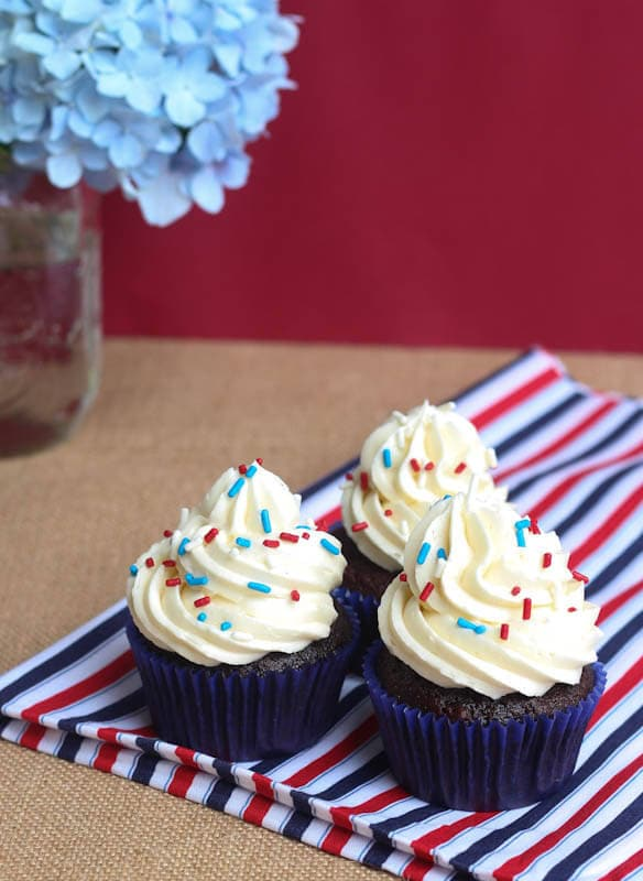 Basic Chocolate Cupcakes with Vanilla Buttercream Frosting