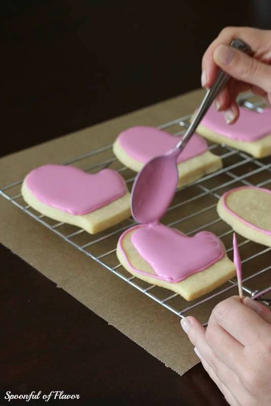 how to decorate cookies with royal icing tips and techniques