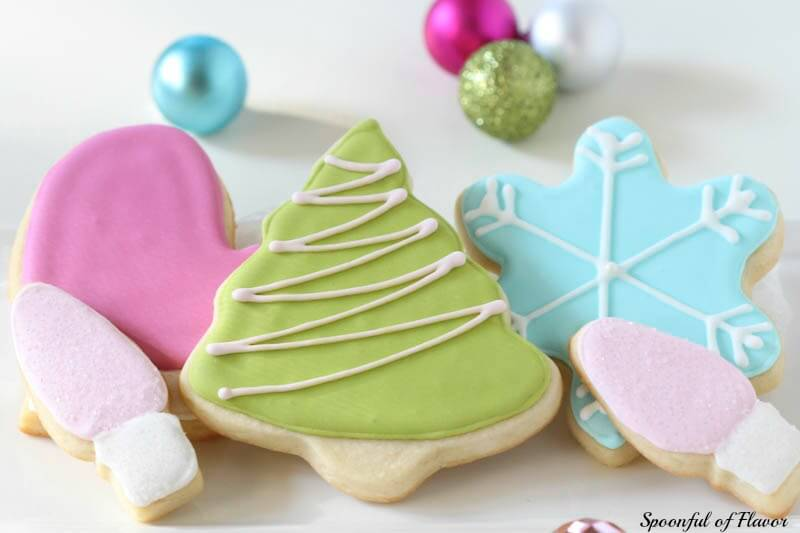 Royal Iced Sugar Cookies ~ so pretty and fun for the holidays!