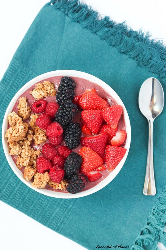 Very Berry Acai Bowl - perfect for breakfast or a post-workout snack! #vegan