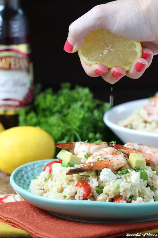 Mediterranean Grilled Shrimp Quinoa Salad - made with fresh olive oil red wine vinaigrette! Fresh and irresistible!
