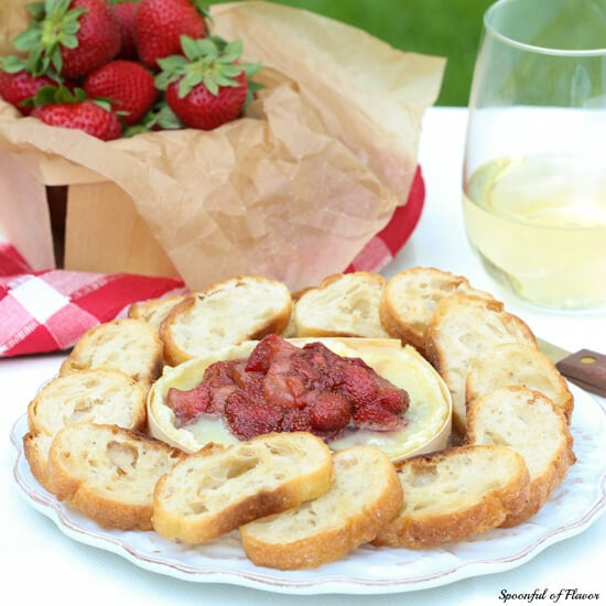 Baked Brie with Balsamic Strawberries - an easy summer appetizer! Add this to your next dinner party menu! #strawberries