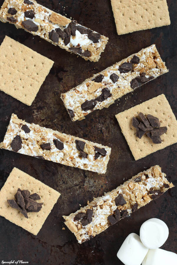 S'mores granola bars - a treat the entire family will love! No-bake and easy to make!