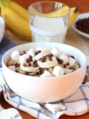 Peanut Butter Banana Oatmeal with Marshmallows and Chocolate Chips - start your day with a big bowl of this delicious oatmeal!