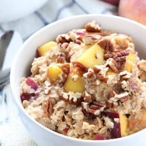 Peach Cobbler Oatmeal is an easy idea for breakfast!