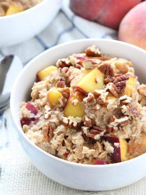 Peach Cobbler Oatmeal is an easy idea for breakfast!