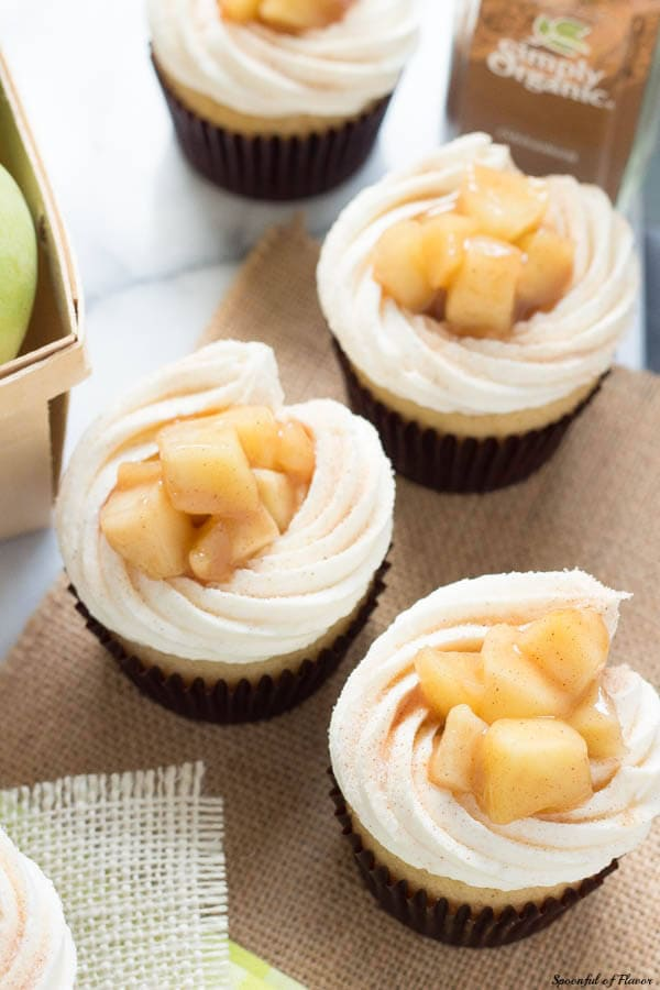 Apple Pie Cupcakes with Vanilla Bean Frosting - creamy, sweet and surprisingly easy!