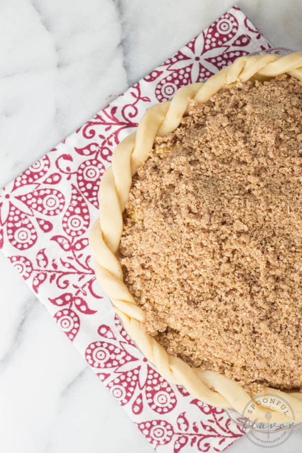 Apple Cranberry Pecan Crumble Pie - a layer of cranberries and apples topped with a layer of pecan crumble!
