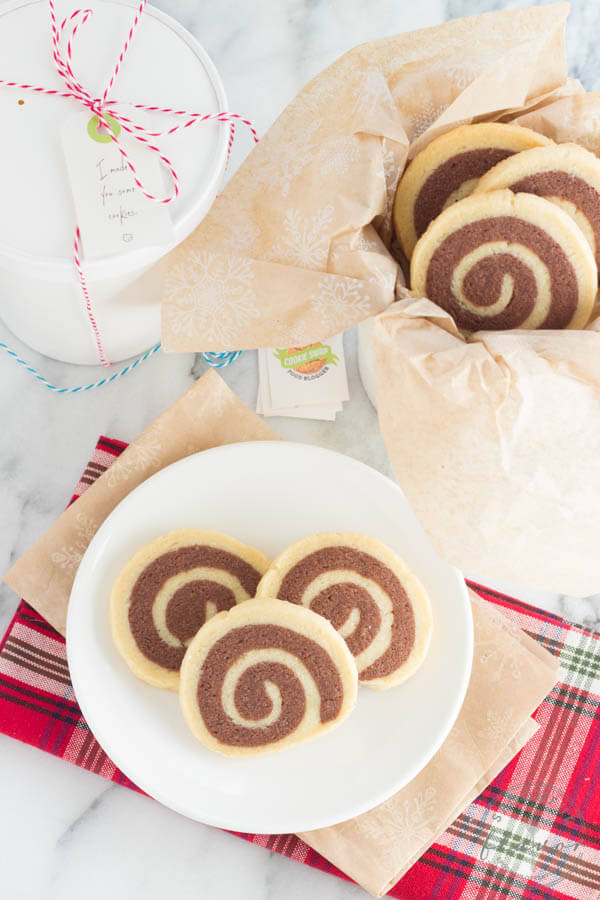 Chocolate and Vanilla Swirl Cookies - impressive cookies that taste delicious!