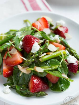 Strawberry, Spinach and Asparagus Salad comes together in less than 15 minutes and is perfect for lunch or dinner!