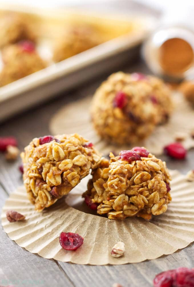 Healthy No Bake Pumpkin Cookies | These healthy pumpkin cookies are the perfect no bake fall treat!
