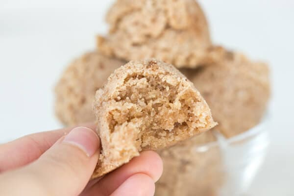Gingerbread macaroons are a great sweet alternative to gingerbread cookies and are gluten free, dairy free and can be made raw!