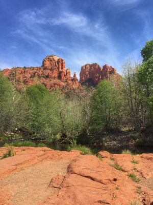 A Weekend Guide to Sedona Arizona includes the best things to eat, see and do during a short visit to Red Rock Country! The guide also includes where to hike.