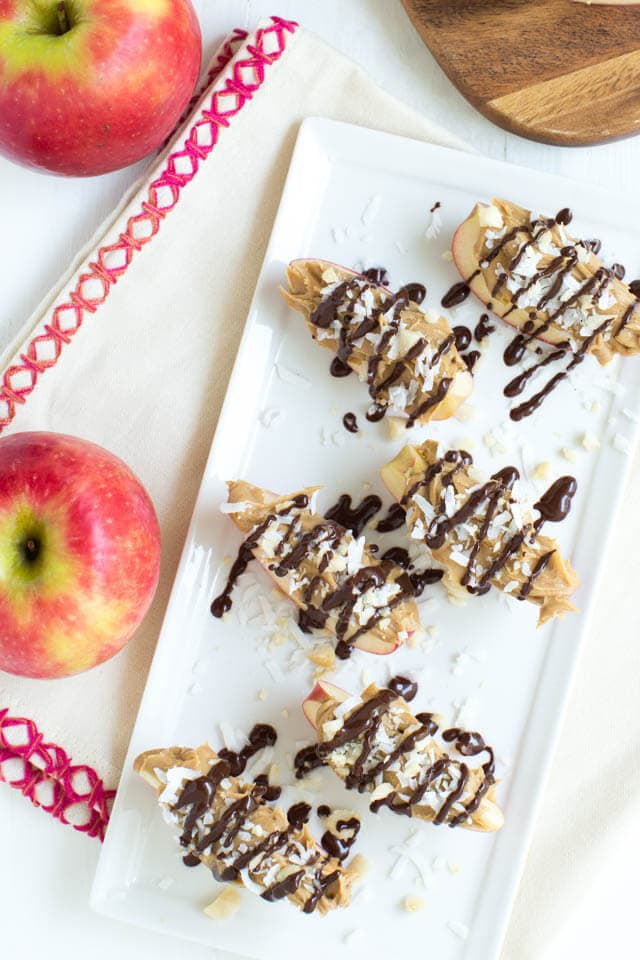 Snack time is made easy with Chocolate Peanut Butter Crunch Apple Snack Bites! Kids and adults will love these healthy little bites of goodness.