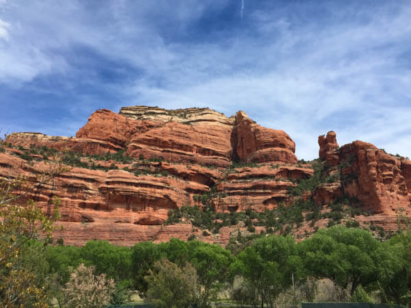 A Weekend Guide to Sedona Arizona includes the best things to eat, see and do during a short visit to Red Rock Country! The guide also includes lunch at Enchantment Resort.