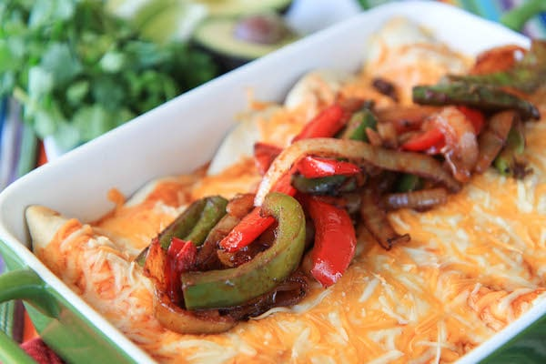 A healthy weekly meal plan with Mexican Quinoa Lasagna, Slow Cooker Sweet Chili Chicken Drumsticks, Steak Fajita Enchiladas and more delicious meals makes meal planning easy.