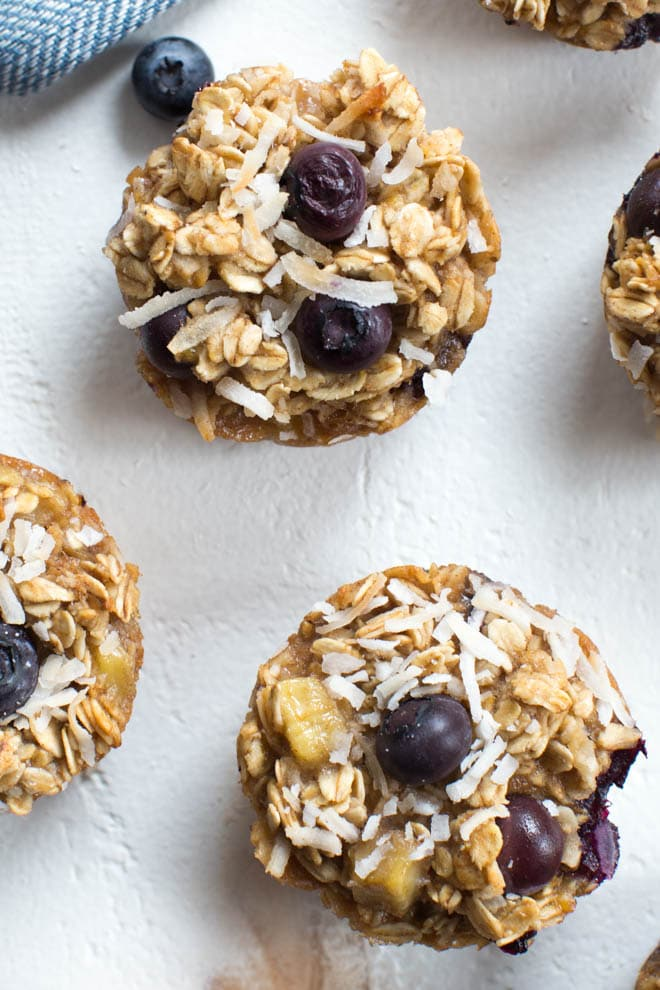 Banana Blueberry Coconut Baked Oatmeal Cups - Spoonful of ...