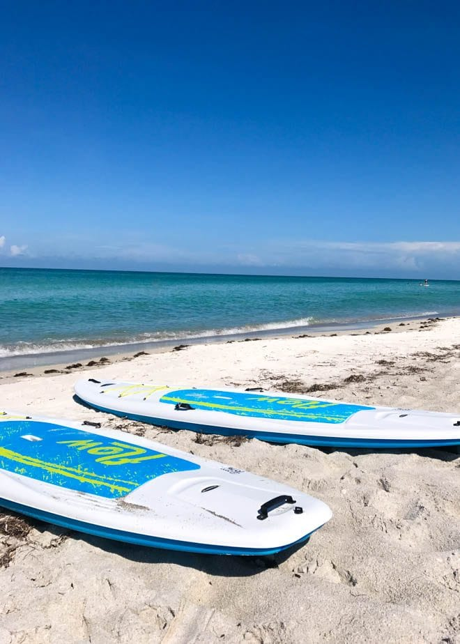 A weekend guide to Longboat Key includes the best things to eat, see and do while visiting the barrier island on Florida's West Coast! Enjoy a stay at Zota Beach Resort, dine on delectable fare at Viento Kitchen and Bar, relax on powder soft beaches, tour Mote Marine Laboratory and Aquarium and more.