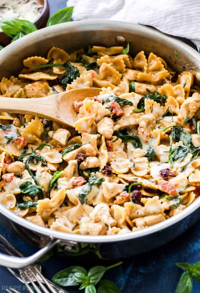 One Pot Creamy Sun Dried Tomato And Spinach Pasta With Chicken