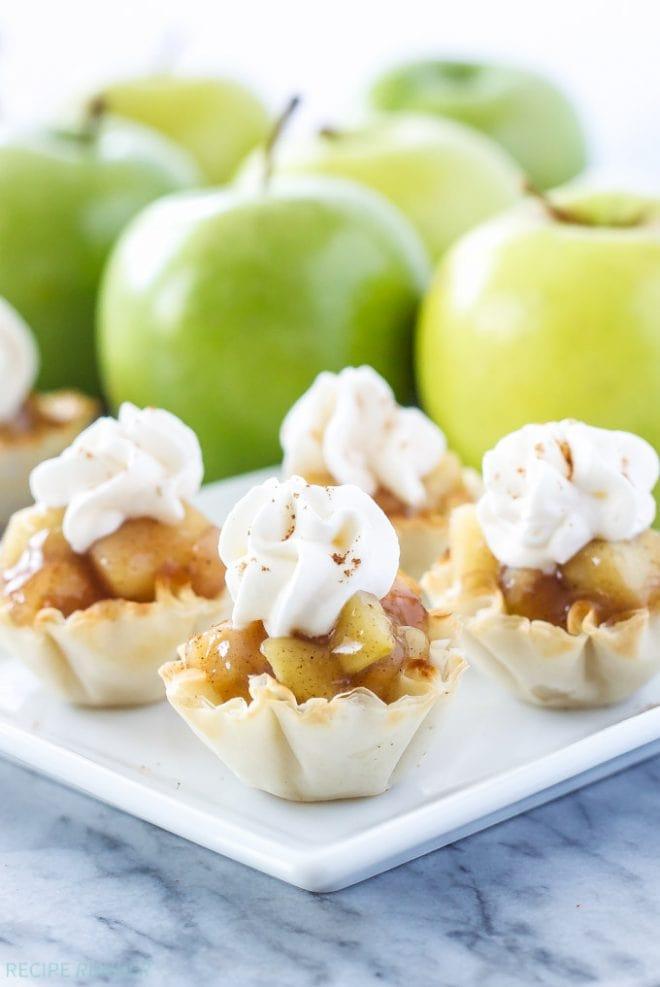 No Bake Apple Pie Bites | @reciperunner