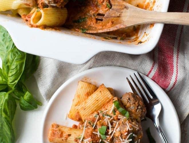 Baked Rigatoni Pasta with Spinach and Meatballs is the perfect meal for any day of the week! The recipe is made with rigatoni, mini meatballs, spinach, creamy tomato sauce and plenty of mozzarella and parmesan cheese. #pastabake #recipe #dinner #weeknightmeal #meatballs