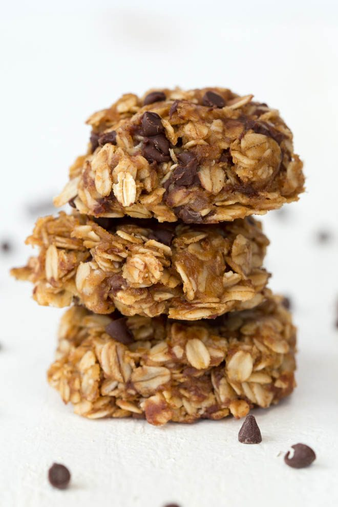 Healthy No Bake Chocolate Peanut Butter Oatmeal Cookies are made with a few simple ingredients and can be enjoyed for breakfast, snack or dessert! Kids and adults will love these naturally gluten-free and dairy-free no-bake cookies. #healthy #nobake #cookies #dessert #chocolatepeanutbutter #dairyfree #recipe #glutenfree