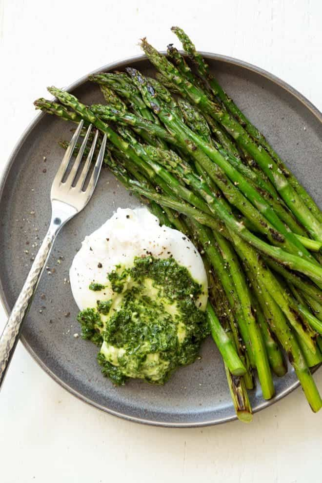 Asparagus with Burrata Cheese and Kale Pesto is a quick, easy and impressive appetizer, snack or lunch option that is ready in less than 25 minutes! Burrata cheese and kale pesto is served with sautéed asparagus to create a nutrient-rich dish that is enjoyed any time of the year. #Akins #asparagus #burrata #pesto #sidedish #healthyrecipe #recipe #spring
