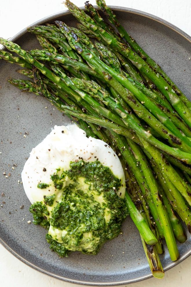 Asparagus with Burrata Cheese and Kale Pesto is a quick, easy and impressive appetizer, snack or lunch option that is ready in less than 25 minutes! Burrata cheese and kale pesto is served with sautéed asparagus to create a nutrient-rich dish that is enjoyed any time of the year. #Akins #asparagus #burrata #pesto #sidedish #healthyrecipe #recipe