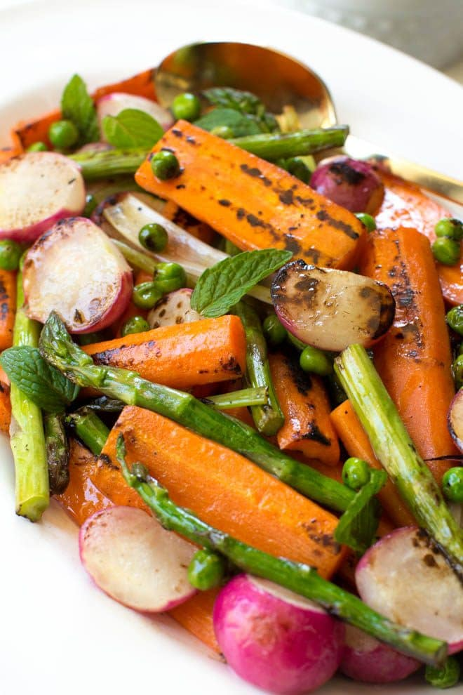 Charred Spring Vegetables with Herbed Carrot Top Dressing is a simple, easy and delicious dish! #spring #vegetable #recipe #healthy #dinner #Easter