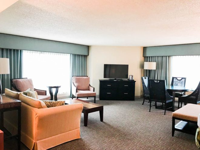 Enjoy a few of my favorite things to do in Orlando before you head to the beach for an Orlando to Beaches Florida Road Trip and explore Hutchinson Island, Florida! Featuring king suite at DoubleTree by Hilton Orlando at Seaworld and more.