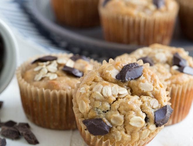 Peanut Butter Banana Oat Muffins with Chocolate Chunks are made with wholesome ingredients and are naturally gluten free and vegan! #chocolate #banana #peanutbutter #oat #muffins #recipe #breakfast #snack #healthy
