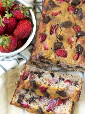 Paleo Chocolate Chunk Strawberry Banana Bread is made in one bowl and comes together easily! The bread is made with fresh strawberries and is naturally gluten free. #glutenfree #bread #strawberry #banana #paleo #healthyrecipe #recipe
