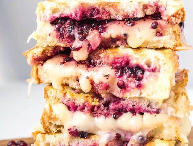 Blackberry Grilled Cheese Sandwich is made with your favorite cheese plus mashed blackberries and honey. #blackberry #grilledcheese #sandwich #recipe