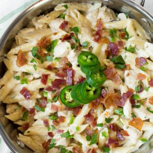 One PotCreamy JalapeñoPopper Chicken Pasta combines your favorite jalapeño popper flavors in one creamy and delicious meal! Cooked in only one pot, this easy weeknight dinner is perfect for the entire family. #jalapeno #popper #chicken #pasta #onepot #dinner #recipe #weeknight #skillet #meal #bacon