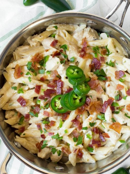 One Pot Creamy Jalapeño Popper Chicken Pasta combines your favorite jalapeño popper flavors in one creamy and delicious meal! Cooked in only one pot, this easy weeknight dinner is perfect for the entire family.  #jalapeno #popper #chicken #pasta #onepot #dinner #recipe #weeknight #skillet #meal #bacon