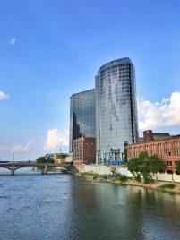 A Weekend Guide to Grand Rapids Michigan includes the best things to eat, see and do during a visit to the city! The guide also includes where to stay in Grand Rapids and features unique outdoor adventures and foodie experiences. #GrandRapids #travel #guide #weekend #visit #holiday #beercity #foodie #LakeMichigan #JWMarriott #ExperienceGR