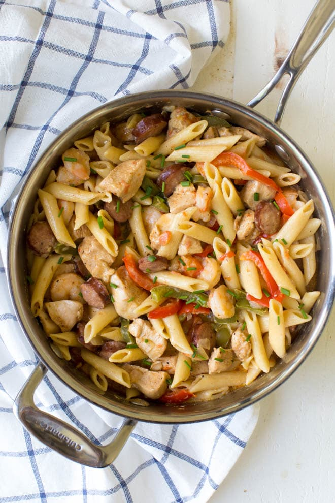 One Pot Jambalaya Pasta packs a ton of flavor with its classic Cajun taste! Cooked in just one pot, this is the perfect no-mess meal for an easy, weeknight dinner the entire family will love. #onepot #jambalaya #pasta #skillet #dinner #recipe #chicken