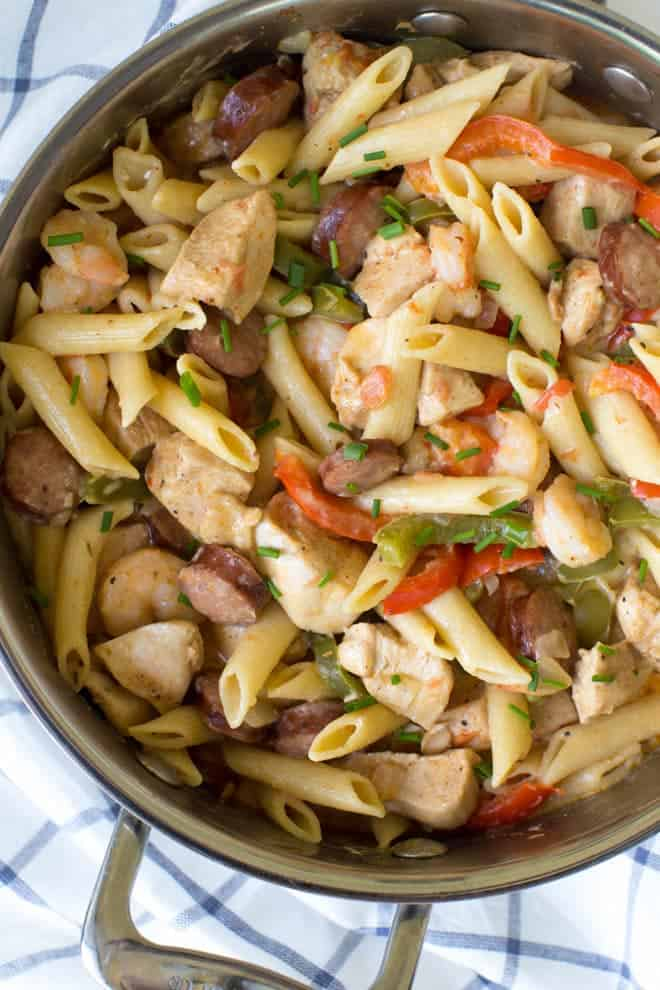 One Pot Jambalaya Pasta packs a ton of flavor with its classic Cajun taste! Cooked in just one pot, this is the perfect no-mess meal for an easy, weeknight dinner the entire family will love. #onepot #jambalaya #pasta #skillet #dinner #recipe #weeknight #chicken