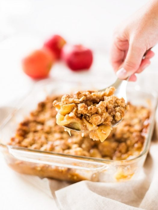 Classic apple crisp is a classic fall dessert. Make this easy recipe and serve it warm with vanilla ice cream and caramel sauce.  #apple #crisp #fall #dessert #recipe #kidfriendly