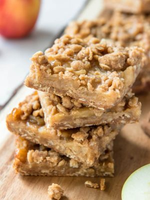 Apple Crumb bars are made with fresh apples and a butter crumble topping to make a sweet treat for the fall season! #apple #bars #dessert #recipe #snack #kids #fall #autumn #applepie