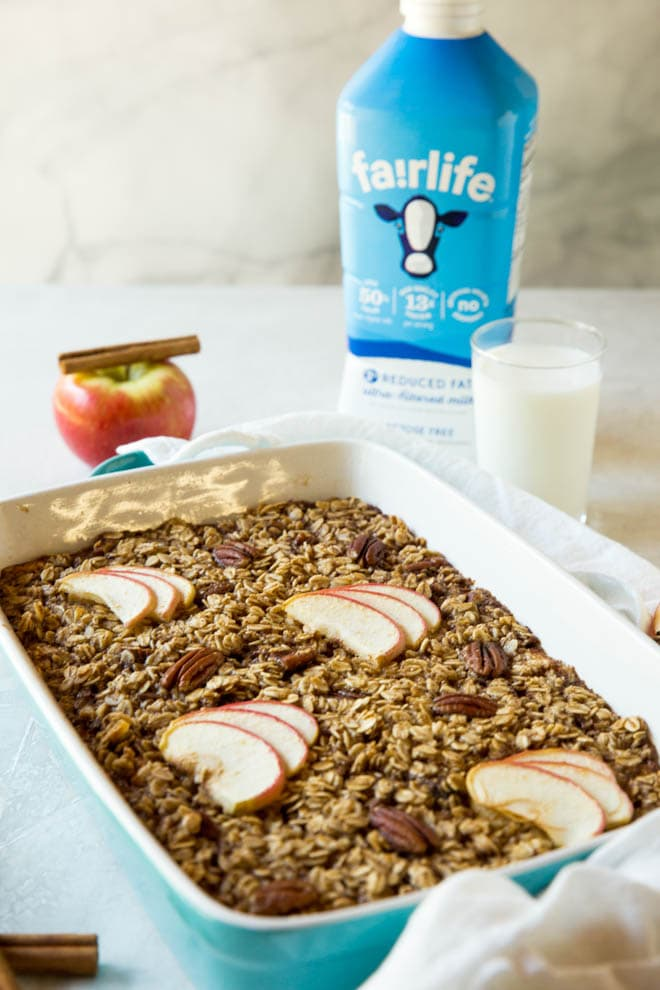 Apple Cinnamon Pecan Baked Oatmeal is the best way to start the day! Bake a batch to share with the entire family and enjoy with a glass of milk for breakfast or snack. #fairlife #milk #apple #cinnamon #baked #oatmeal #recipe #breakfast