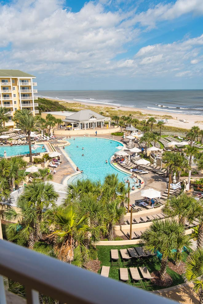 Omni Amelia Island Plantation Resort is the perfect getaway in Florida! Read all about the best culinary experiences, restaurants, activities and more - featuring balcony rooms! #Omni #AmeliaIsland #resort #beach #Florida #pool