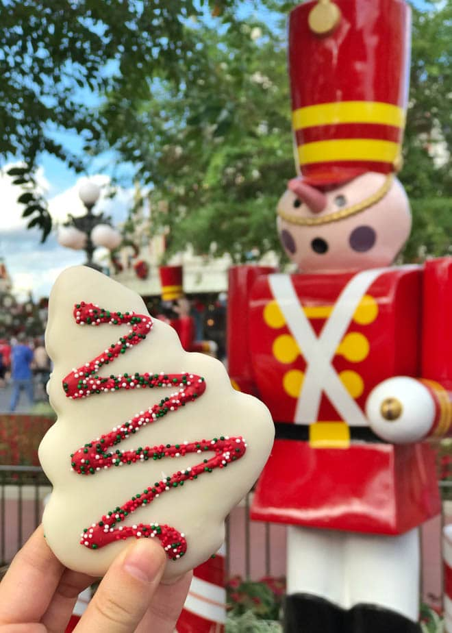 Mickey's Very Merry Christmas Party at Walt Disney World's Magic Kingdom Park is a must every holiday season! The party is a fun way to experience the holidays with delectable party food, unique themed attractions, holiday Wishes fireworks and more. #Disneyworld #Mickey's #ChristmasParty #VeryMerry #Holiday #Christmas #Disney #Orlando #dessert