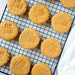 one dozen peanut butter cookies sitting on a cookie rack