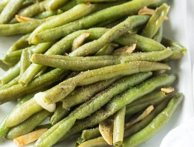 Follow this simple recipe for how to cook fresh green beans to make these Garlic Green Beans! The green beans cook in one skillet in less than 15 minutes. #garlic #greenbeans #sidedish #healthy #recipe