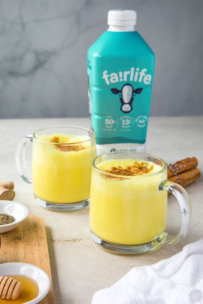 Use fairlife 1% low fat ultra-filtered milk to create a rich and creamy bedtime drink. Golden Milk is made with a few spices to create a rich and creamy drink. #turmeric #goldenmilk #latte #fairlife #milk #drink #tea