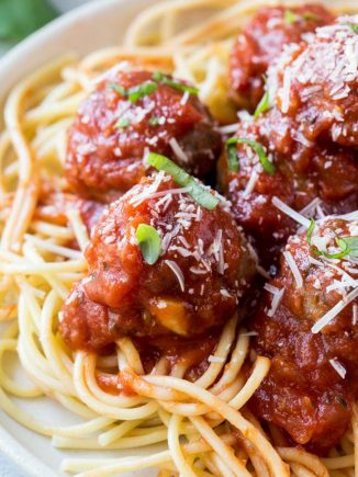 Baked Italian turkey meatballs are a classic turkey meatball recipe that is perfect for dinner any day of the week! #baked #italian #turkey #meatball #dinner #recipe #healthy