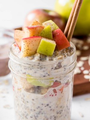 overnight oats made with apples and cinnamon